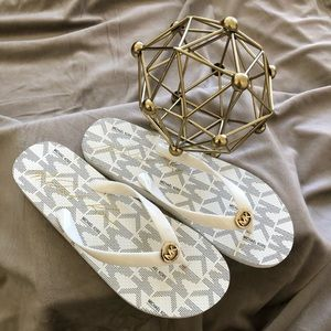 New Michael Kors Women Sandals White w/ Gold MK